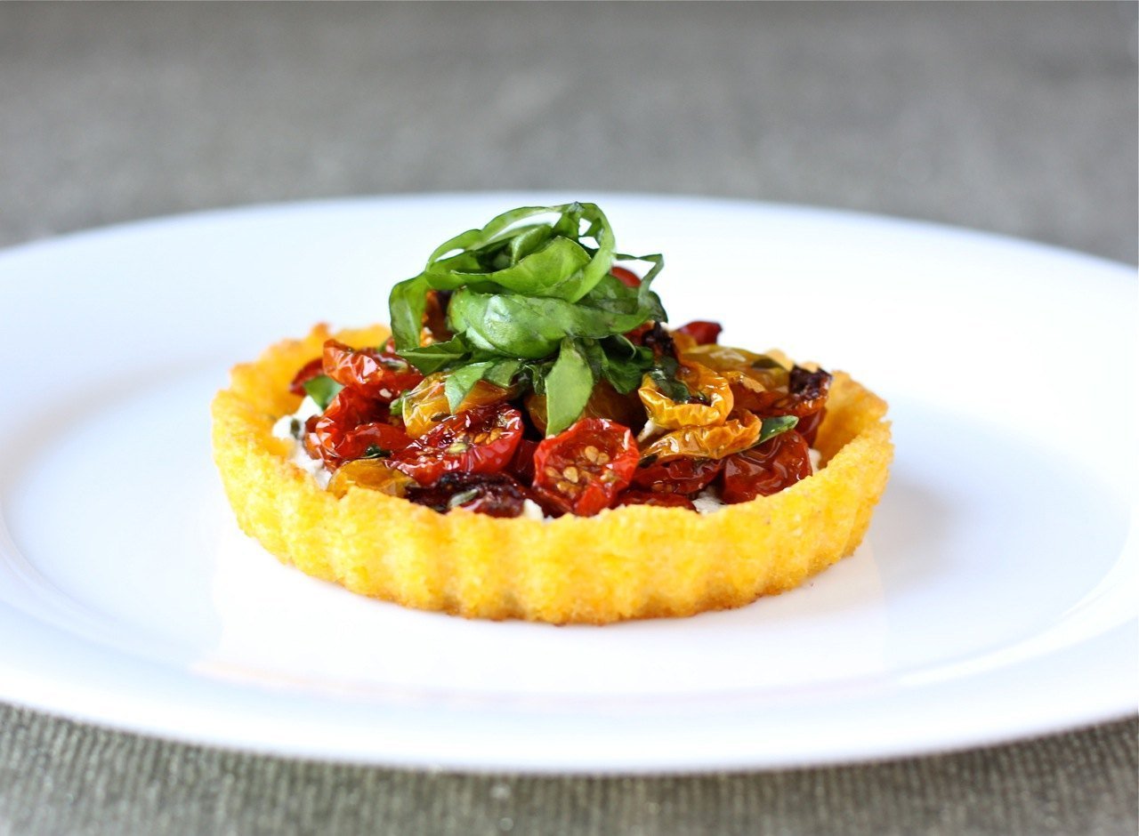 polenta-tart-with-goat-cheese-and-slow-roasted-tomatoes-_-daisysworld ...